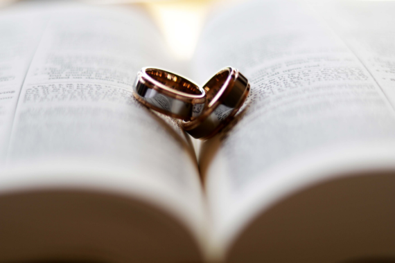 Getting Married: A Rough Guide To Doing Things Right