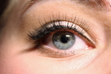 The Pros and Cons of using organic eye pencil