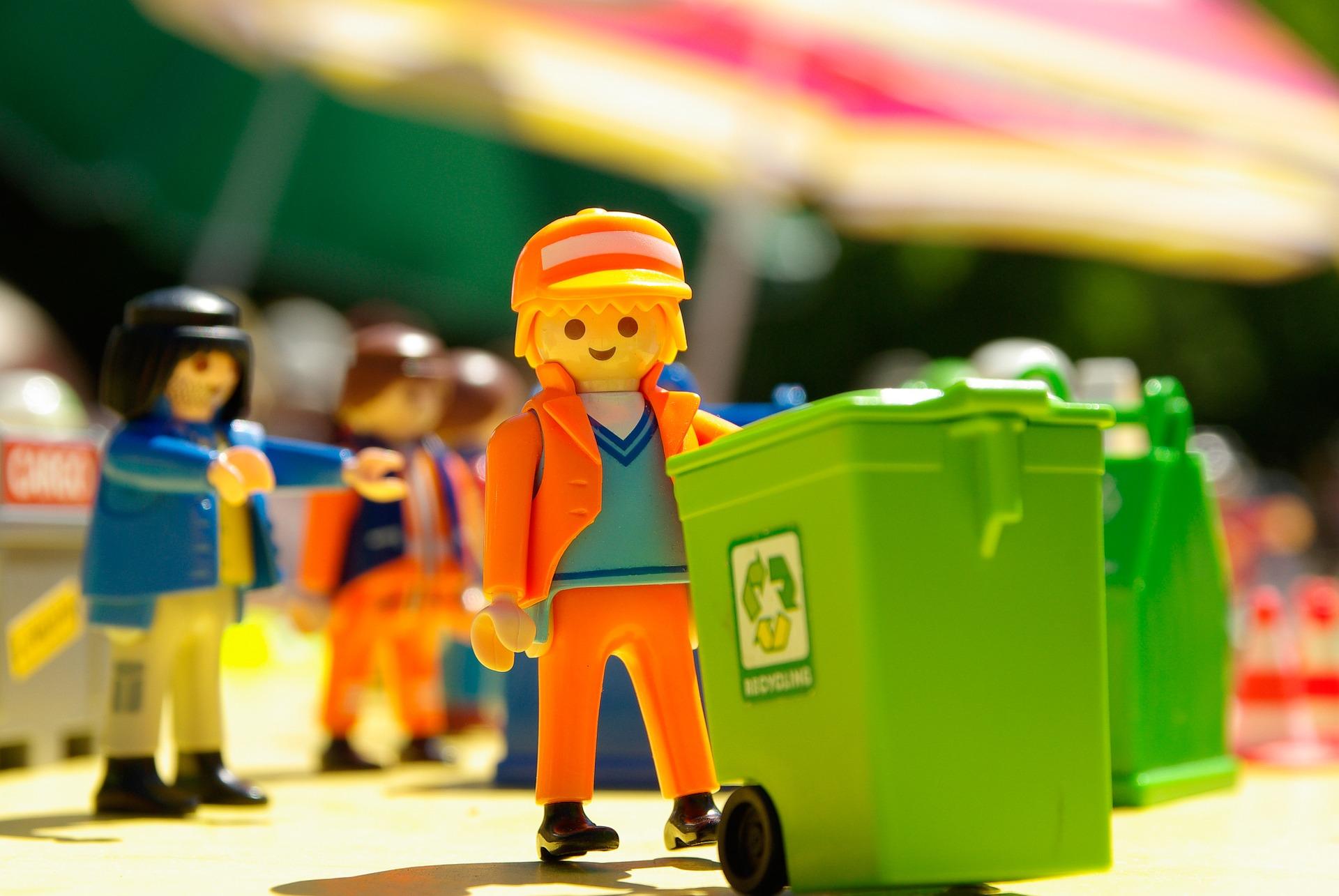 recycling dustbin men lego