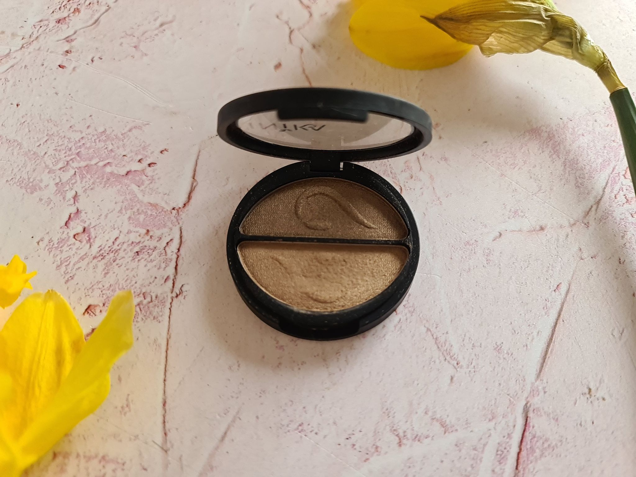 Inika Pressed Mineral Eye Shadow Duo - Gold oyster review